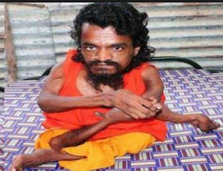 8 inch heighted baba lives in haridwar