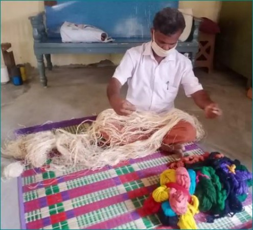 Meet The Limca Book Record Holder Who Made Saree Using 25 natural fibres