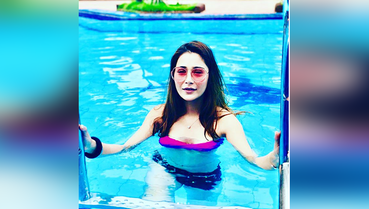 sara khan bikini photos