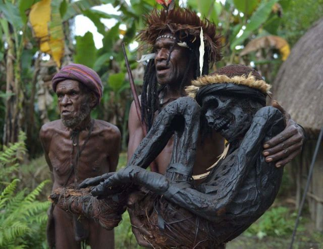 papua tribes make his ancestors mummy