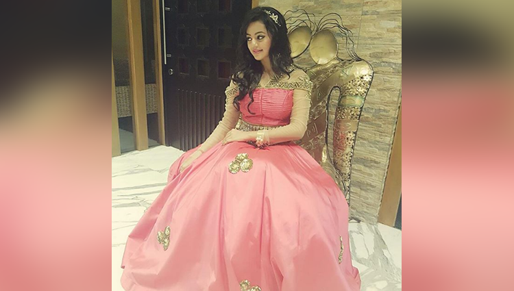 Helly Shah share her sexy photos
