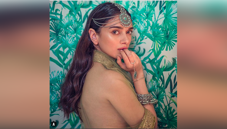 Aditi Rao Hydari share her sexy photos