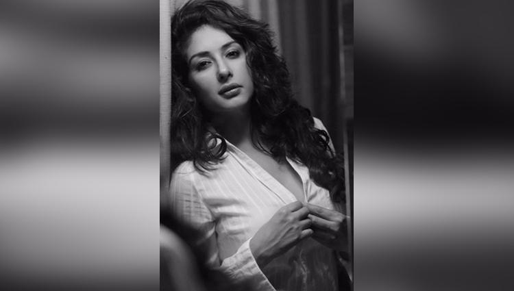 Sameksha Singh share her sexy photos