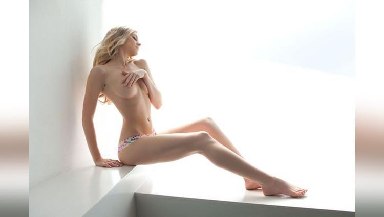 matt bellamys fiancee elle evans goes topless