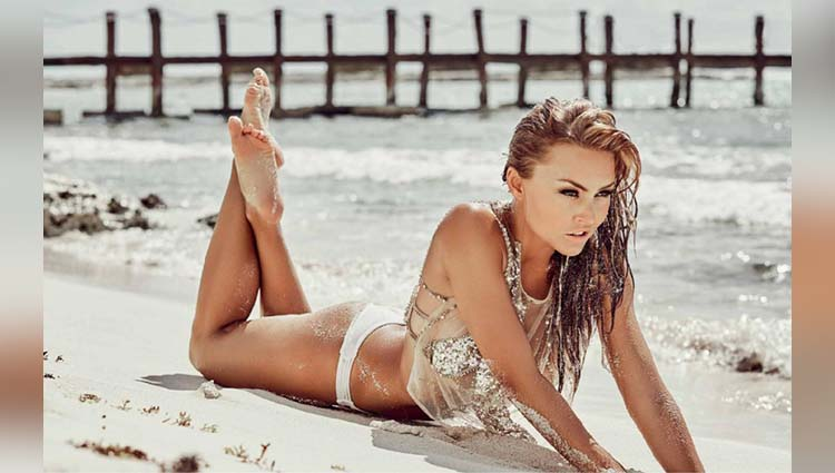 Angelique Boyer share her sexy photos