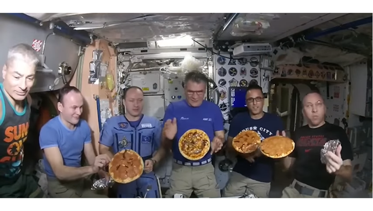 nasa astronaut enjoying pizza party-at space video viral