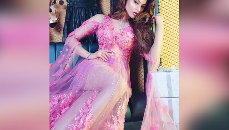 see the latest pictures of urvashi rautela