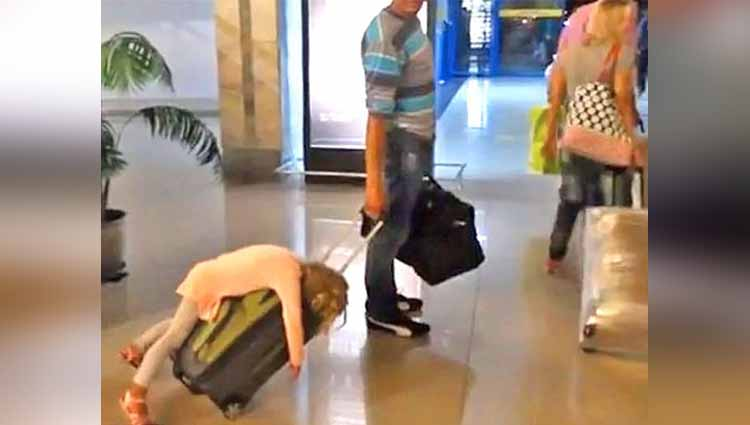 perfect time click photos on airport which viral on social media