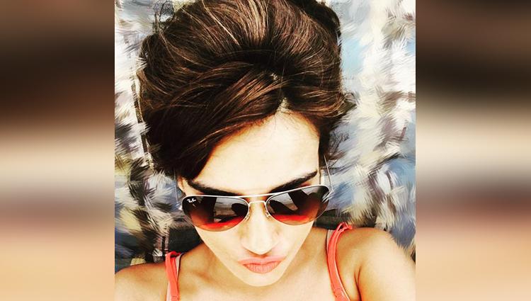 Surbhi Jyoti share her sexy photos