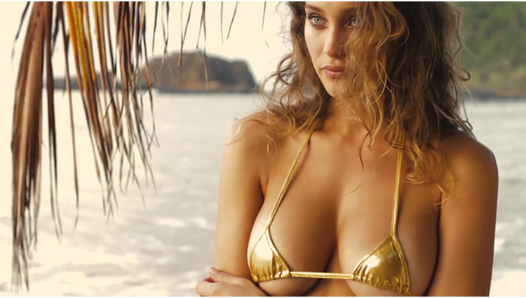 SI Swimsuit Model Hannah Davis sexy and bold photos