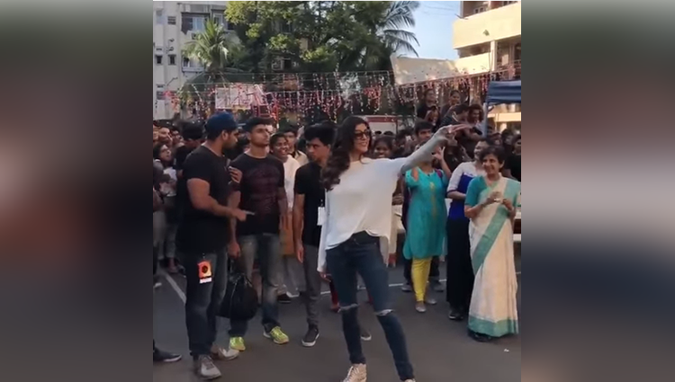 sushmita sen dancing with college students