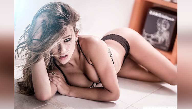 Cindy Prado shre her sexy photos