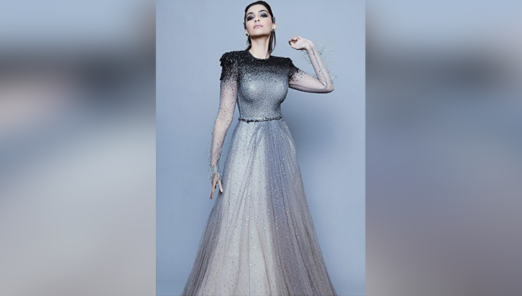Sonam Kapoor Takes The Plunge In A Dreamy silver Gown