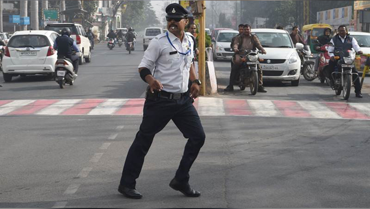 this traffic cop of indore controls traffic with his moonwalk