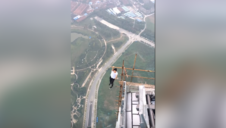 rooftopper plunges 62 stories to his death