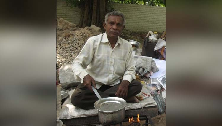 laxman rao an author who sales tea outside