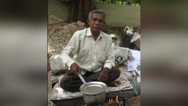 laxman rao an author who sales tea outside