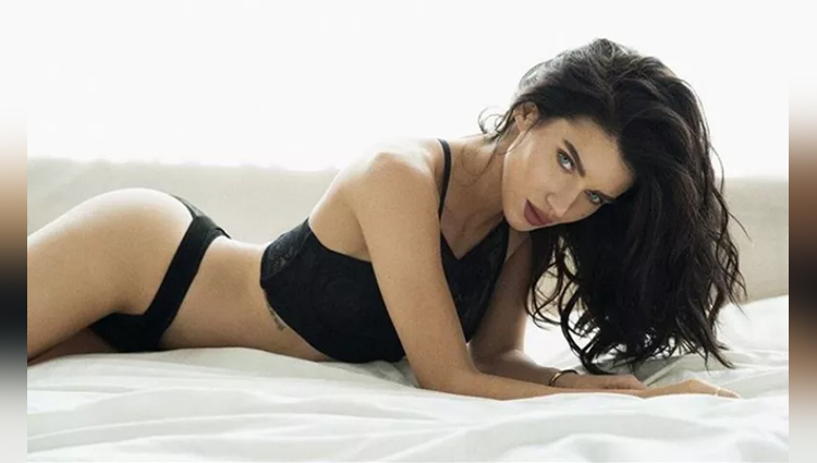 see the latest pics of scarlett mellish wilson