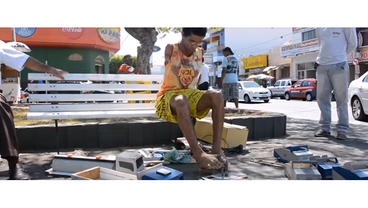 Man without hand working with hammer video goes viral