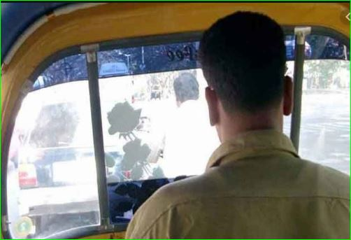 Auto driver 60 returns bag with Rs 10 lakh cash to Maldivian