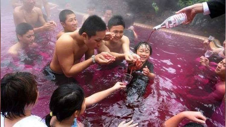 Japanese Spa Offers swimming Pools Filled with Red Wine