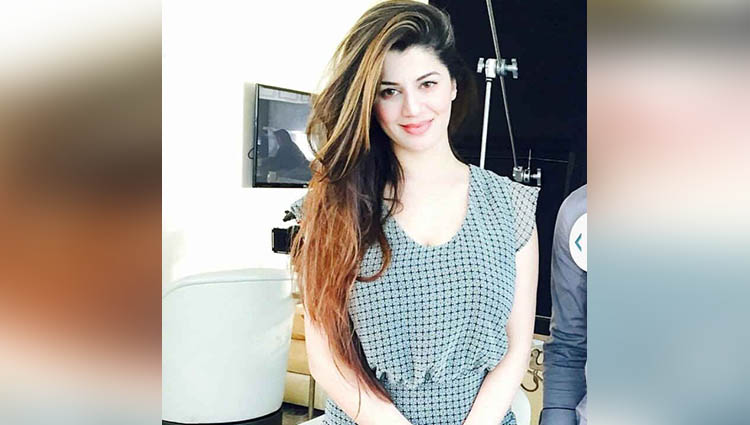 Kainaat Arora sexy and bold photos