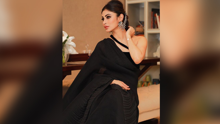 mouni roy bold and hot photos bold and hot actress naagin mouni roy bikini black saree