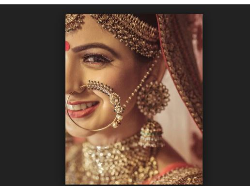 why women wear bindi on forehead