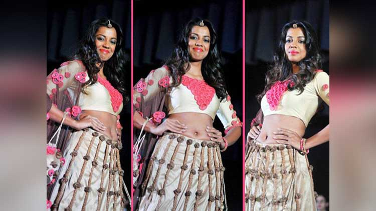 indian condom fashion show in mumbai showstopper mugdha godse
