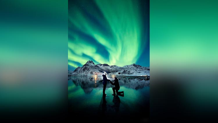 Photographer Proposed To His Girlfriend Under The Northern Lights