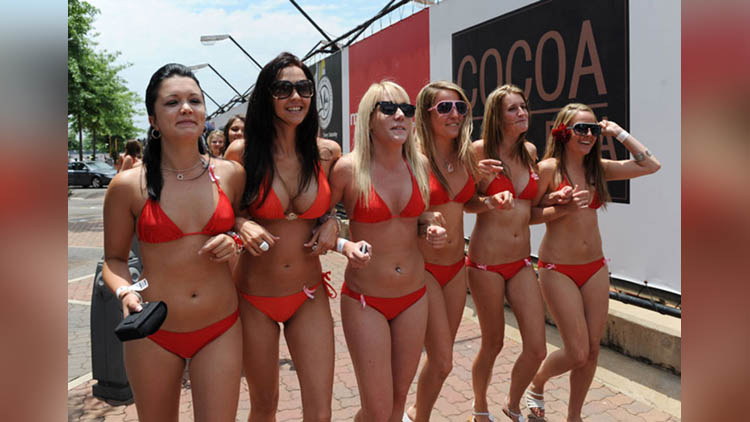 Bikini Parade Australians want to Break 1st World Record