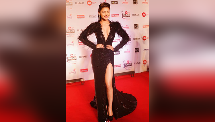 Urvashi Rautela sizzled in a daring Belluccio gown at the recently held Filmfare Awards