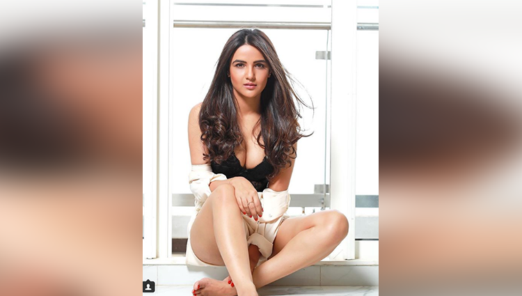 Jasmin Bhasin share her sexy and bold photos