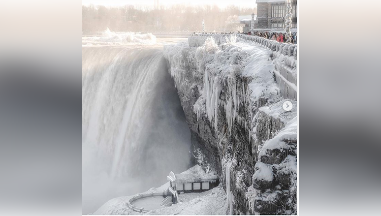 Niagara Falls is coated in ice and looks absolutely insane right now