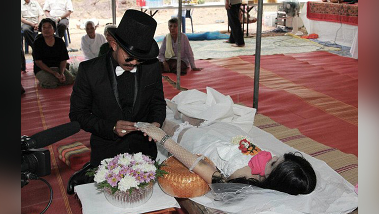 unmarried boys get married with dead girls