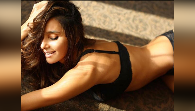 Shibani Dandekar looks always hot and bold