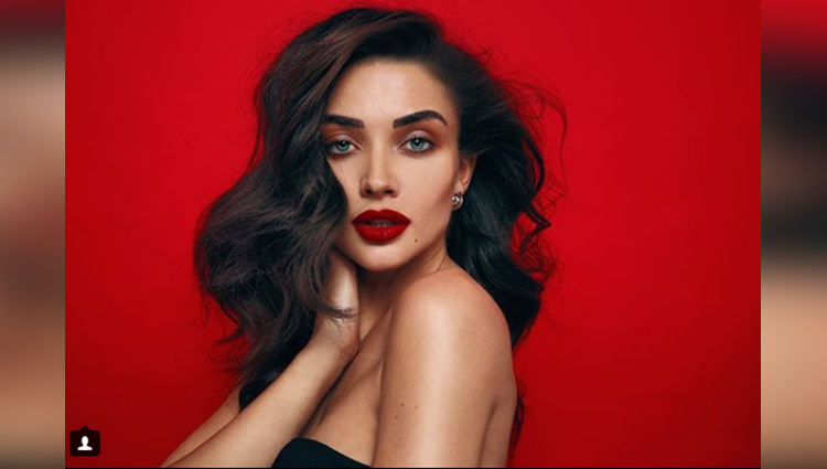 amy jackson share her sexy photos