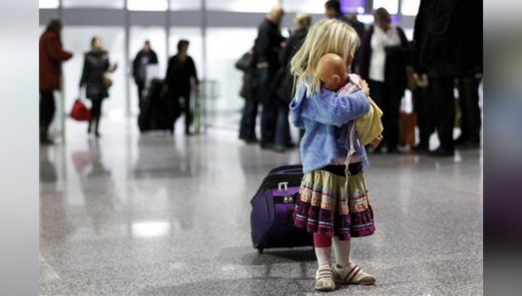 Parents forget their daughter at the airport