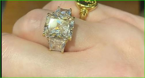 Socialite Amanda Cronin accepts 2 crore 33 lakh engagement ring but rejected the proposal
