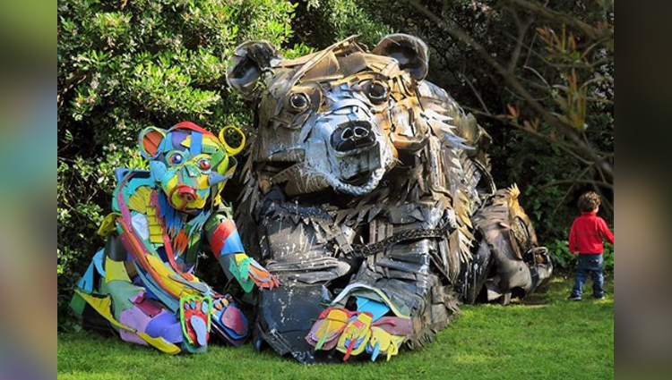 pictures of stunning animal sculptures made from trash