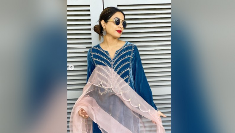 HINA KHAN IN BLUE SALWAR KAMEEZ PHOTOS