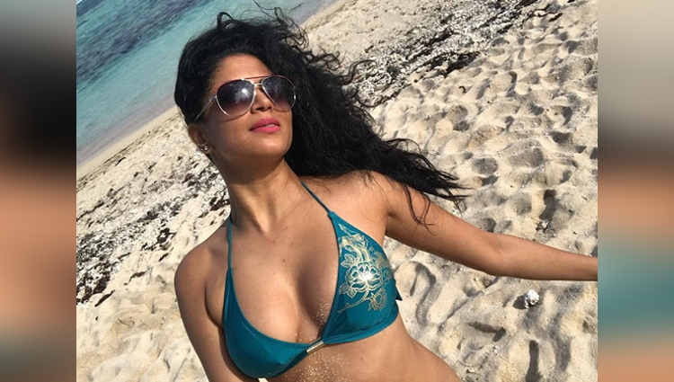 Kavita Kaushik holidays in Mauritius with husband Ronnit