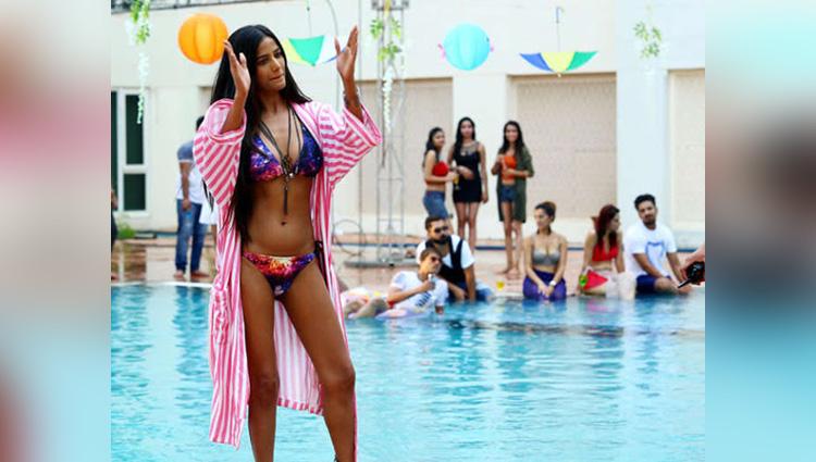 Poonam Pandey bikini photoshoot in pink city