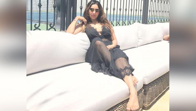 Shah Rukh Khan Daughter Suhana Spotted In Bikini