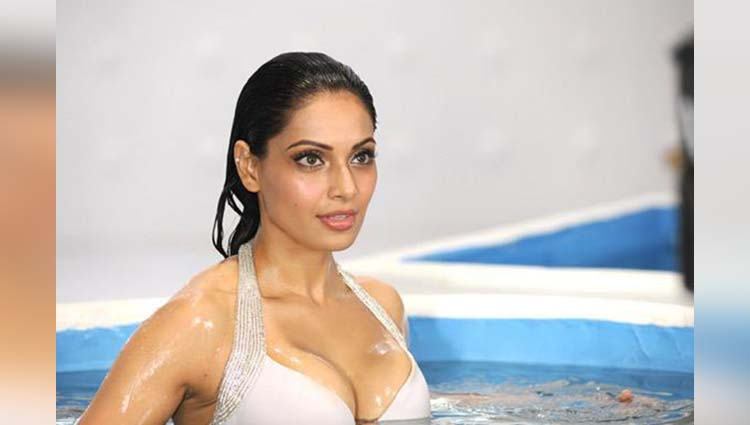 hot and sexy photos of bipasha basu