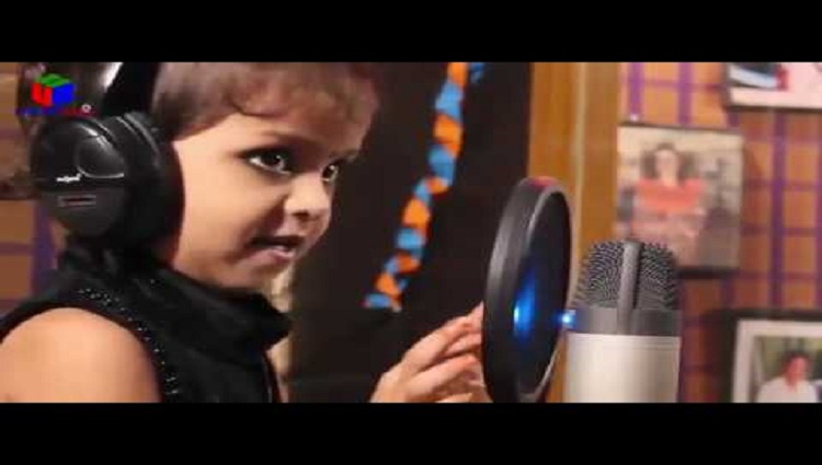 Very cute little child girl sing a song Dil hai chhota sa chhoti si Aasha