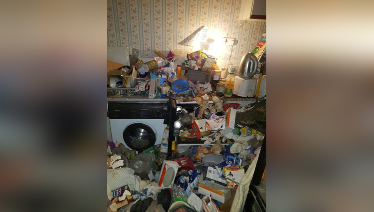 hoarder forced to call in professional cleaners as she hadnt seen her floor for seven years