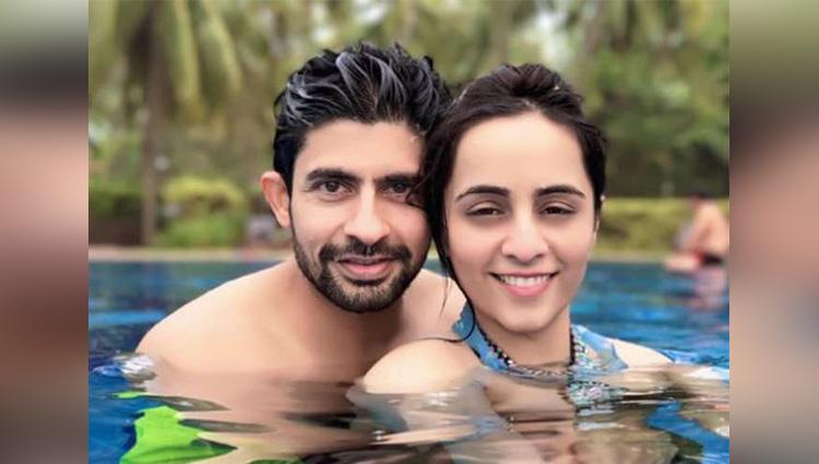 Hussain Kuwajerwala chilliing in Goa with wife Tina