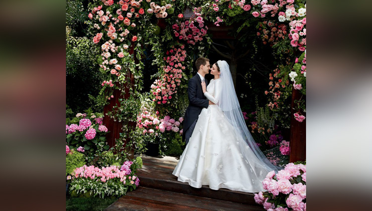 Miranda Kerr shares wedding gown photos