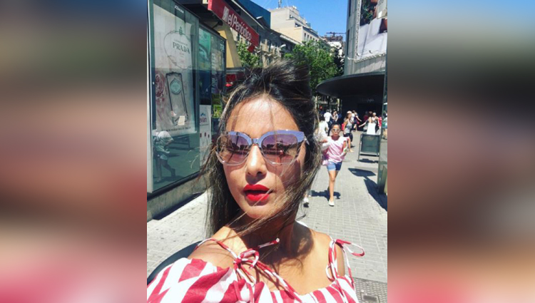 hina khan get romantic with boyfriend in spain